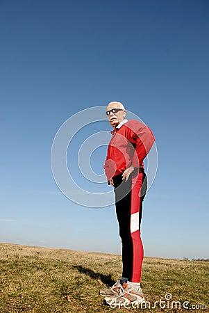 Sportowy starszy mężczyzna