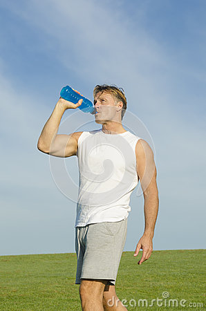 Sportsman drinking from water bottle.