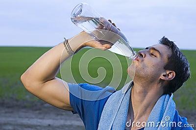Sportsmann drinking water