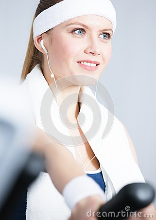 Sportswoman training on gym training in gym