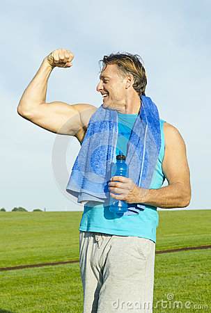 Sporty man flexing his muscles