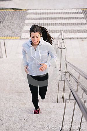 Free Sporty Woman Running And Climbing Stairs Stock Photography - 71662742