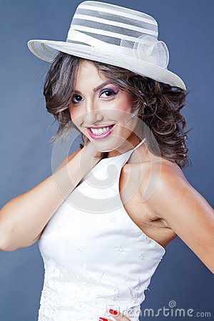 Sposa con il cappello