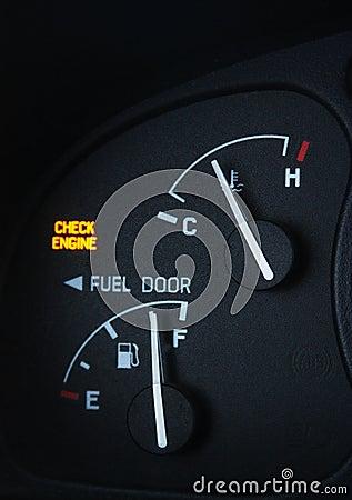 Sprawdza silnika światło