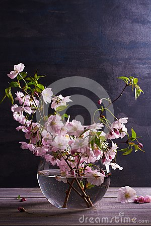 Free Spring Bouquet In Glass Vase On Vintage Wooden Background. Pink Flowers. Springtime Blooming. Flower Bouquet Royalty Free Stock Photography - 107241207