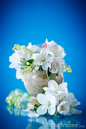 Free Spring Bouquet Of Lily Of The Valley And Apple Blossom Royalty Free Stock Image - 40257986