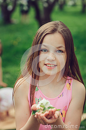 Free Spring Closeup Outdoor Portrait Of Adorable 11 Years Old Preteen Kid Girl Stock Images - 88362164