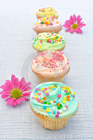 Free Spring Cupcakes Stock Photography - 23712602