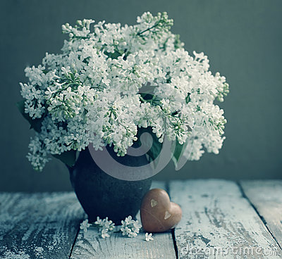 Free Spring Romantic Bouquet Of A White Lilac In A Vintage Old Vase And Heart With Stones Stock Photo - 87097470