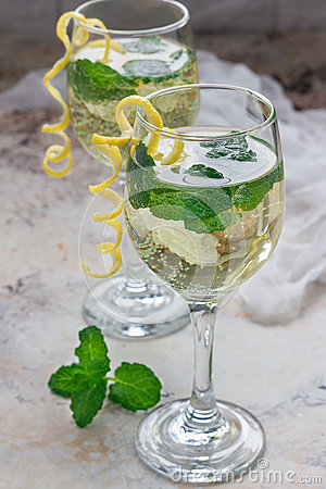 Free Spritzer Cocktail With White Wine, Mint And Ice, Decorated With Spiral Lemon Zest Royalty Free Stock Photo - 81839315