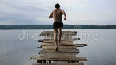 Sprong in het meer