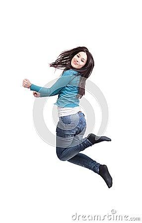 Sprung der glücklichen frohen jungen Frau