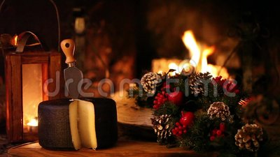 Spuntino di Natale in Front Of The Fireplace video d archivio