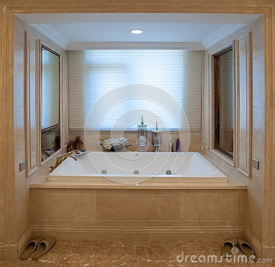 Free Square Bathtub Royalty Free Stock Images - 27281369