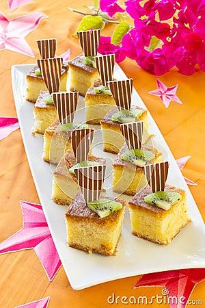 Square mini sponge cakes