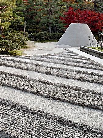 Srebrna ogrodowa świątyni