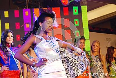 Srta. Suráfrica que desgasta el traje nacional Foto editorial