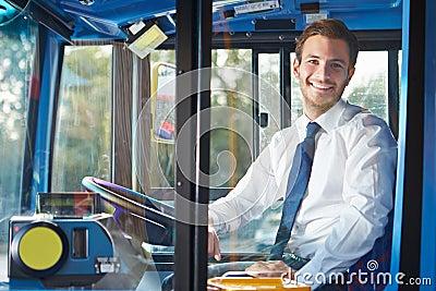 Stående av bussföraren Behind Wheel