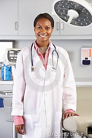 Ståenden av kvinnligt manipulerar i doktors Kontor