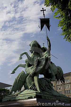Free St George Fighting The Dragon Statue Royalty Free Stock Photos - 17343708
