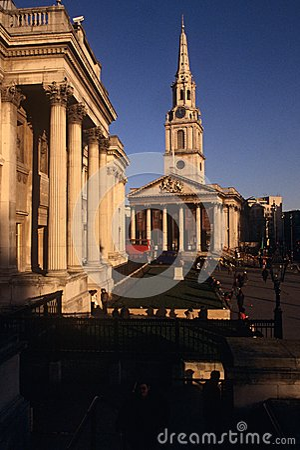 St Martin-in-de-Gebieden & het National Gallery Redactionele Fotografie