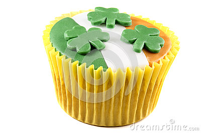 St patricks day cupcake with icing and shamrocks