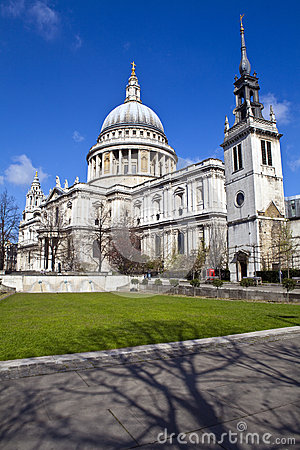 Free St. Paul S Cathedral And The Tower Of St. Augustine Church In Lo Royalty Free Stock Images - 30688609