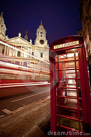 Free St Paul S Cathedral Facade, Bus And Phone Box Royalty Free Stock Image - 19041066