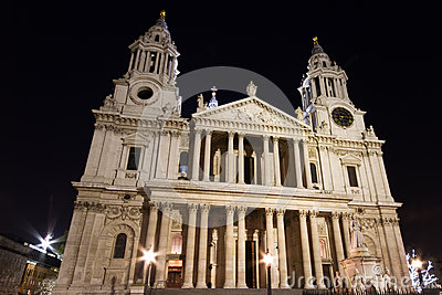 St. Paul s cathedral at night