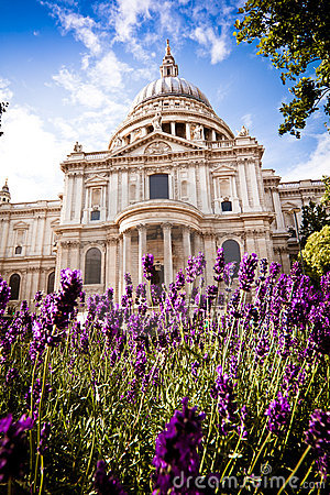 St Paul s in the spring, daytime