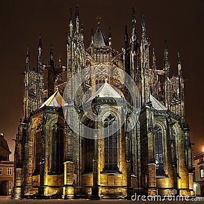 St. Vitus大教堂在晚上在布拉格