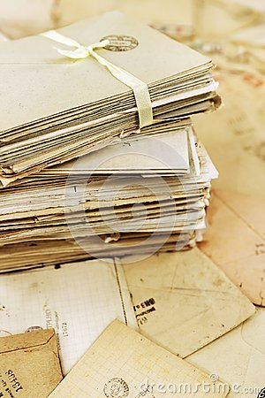 Free Stack Of The Old Paper Mail Letters Royalty Free Stock Images - 120986799