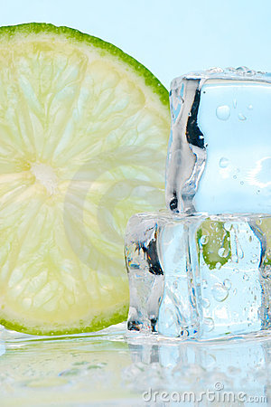 Free Stacked Ice Cubes And Lime Royalty Free Stock Photography - 2211817