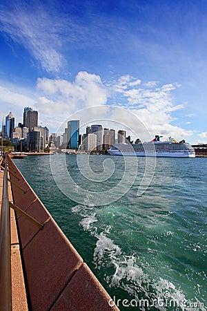 Staden av Sydney Circular Quay, hamn och vaggar Redaktionell Foto