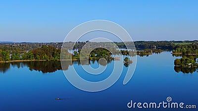 Staffelsee sjö nära Murnau, Bayern, Tyskland arkivfilmer