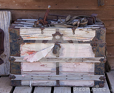 Stagecoach travel trunk