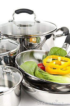 Free Stainless Steel Pots And Pans With Vegetables Royalty Free Stock Photography - 9208927