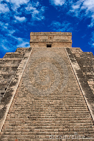 Free Stairs On Mayan Pyramid In Chichen-Itza, Mexico Stock Image - 8973831
