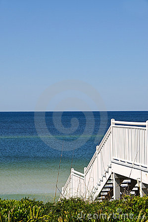 Free Stairway To The Beach Royalty Free Stock Photography - 15774047