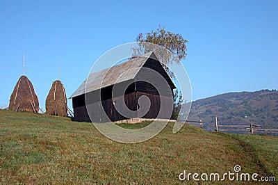 Stall auf dem Hügel