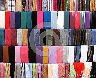 Stalle colorée de tissus chez vieux Souk