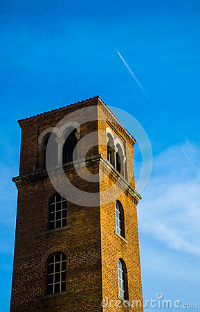 Free Standing Tower Near Downtown Austin Texas Jet Contrail Stock Photos - 52317893