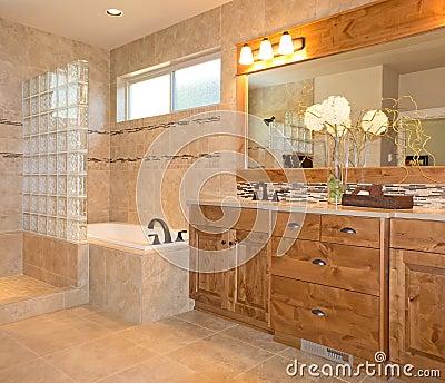 Stanza da bagno di lusso delle mattonelle in beige ed oro for Bagno beige