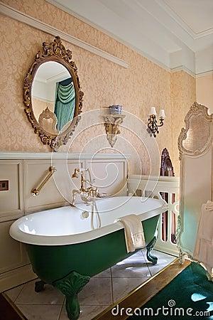 Vasca da bagno antica foto stock – 22 vasca da bagno antica ...