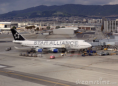 Star Alliance United plane rest at terminal at SFO Editorial Stock Photo