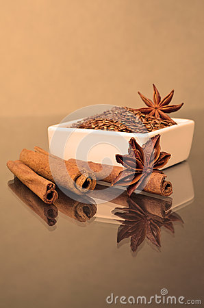 Star anise, cinnamon and flax