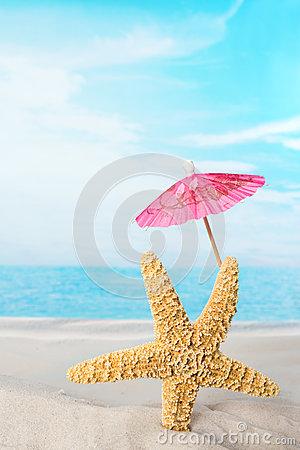 Free Starfish With Pink Parasol Royalty Free Stock Photo - 31759125