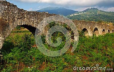 Stary Corsica akwedukt.