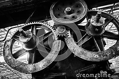 Stary, metalurgiczny firmowy czekanie dla rozbiórki,