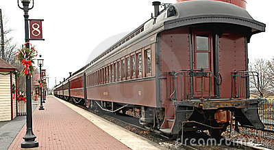 Stary samochód stacji pociągu